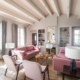 Inspiration pour un grand salon avec une bibliothèque ou un coin lecture beige et marron nordique fermé avec un mur gris, un sol en bois clair, une cheminée standard et aucun téléviseur.