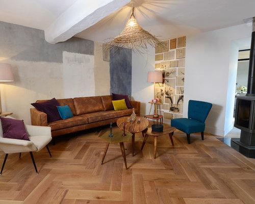 salon r tro avec un po le bois photos et id es d co de. Black Bedroom Furniture Sets. Home Design Ideas