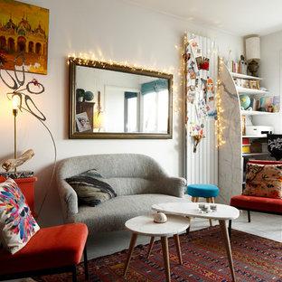 Idées déco pour un petit salon éclectique fermé avec un mur blanc, un sol en carrelage de céramique, aucune cheminée, aucun téléviseur et un sol gris.