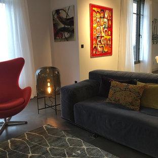 Fauteuil Egg et la lampe Oda, une élégante association - Une Maison Éclectique