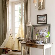 Farmhouse Living Room by Catherine Sandin