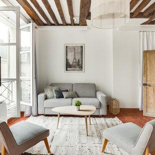 Ispirazione per un soggiorno nordico aperto con pareti bianche, pavimento in terracotta, nessun camino, TV a parete e pavimento rosso