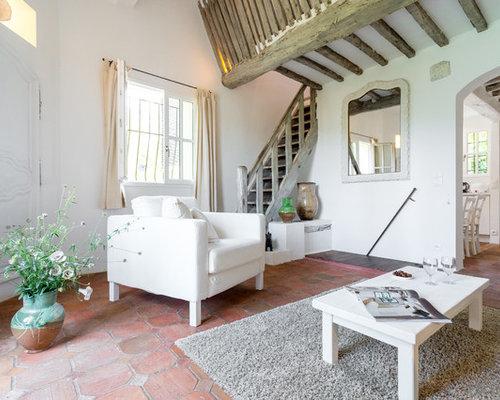 Salon avec un sol en carreau de terre cuite photos et id es d co de salons - Decoration maison avec tomettes ...