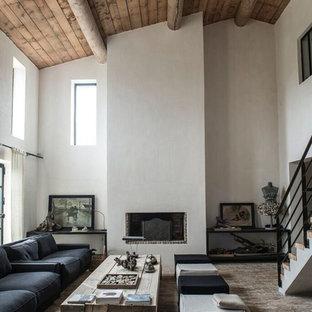 Cette image montre un grand salon design ouvert avec une salle de réception, un mur blanc, une cheminée standard, un manteau de cheminée en plâtre et aucun téléviseur.