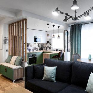 Wohnzimmer mit grüner Wandfarbe in Frankreich Ideen, Design ...