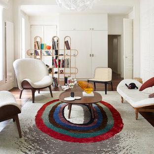 Idée de décoration pour un grand salon design fermé avec une salle de réception, un mur blanc, un sol en bois foncé, aucune cheminée et aucun téléviseur.