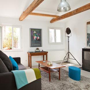 Idées déco pour un salon contemporain de taille moyenne et fermé avec un mur blanc, béton au sol, une cheminée standard, un manteau de cheminée en béton et aucun téléviseur.