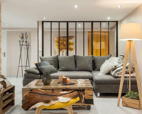 Salon industriel avec un mur beige : Photos et idées déco de salons