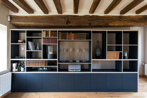 Landhausstil Wohnbereich by LES CHANTIERS COTTIN