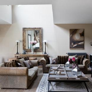 Idéer för att renovera ett mellanstort vintage allrum med öppen planlösning, med lila väggar, mellanmörkt trägolv och en standard öppen spis