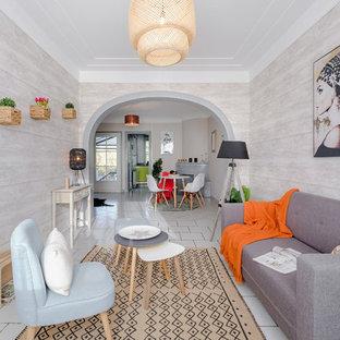 Idées déco pour un salon contemporain fermé avec une salle de réception, un mur gris et un sol blanc.