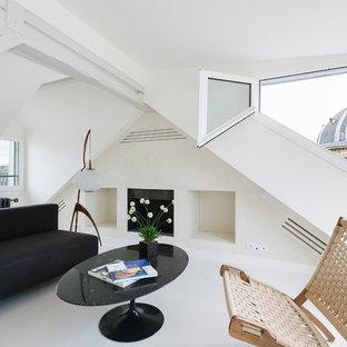 Réalisation d'un salon minimaliste de taille moyenne avec un mur blanc, une cheminée standard et aucun téléviseur.