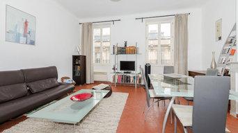 Photographie d'une pièce à vivre très lumineuse.