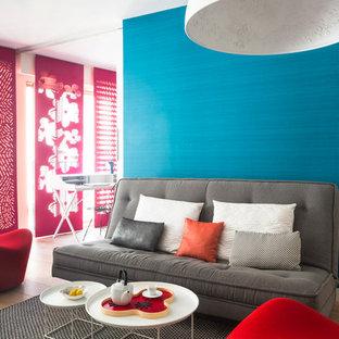 Idées déco pour un salon contemporain de taille moyenne et ouvert avec une salle de réception, un mur blanc et un sol en bois brun.