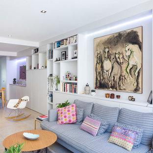 Imagen de biblioteca en casa abierta, actual, de tamaño medio, sin chimenea y televisor, con paredes blancas y suelo de baldosas de cerámica