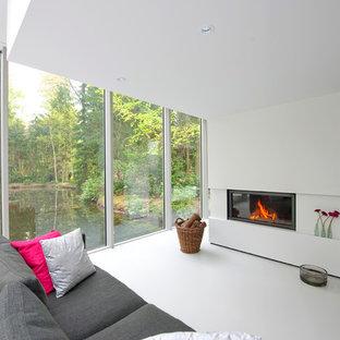 Idée de décoration pour un salon design de taille moyenne et ouvert avec un mur blanc, une cheminée ribbon et aucun téléviseur.