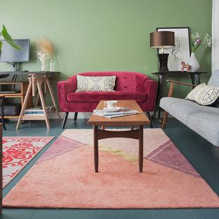 Diseño de salón abierto, contemporáneo, de tamaño medio, con paredes verdes, suelo de madera pintada y suelo azul