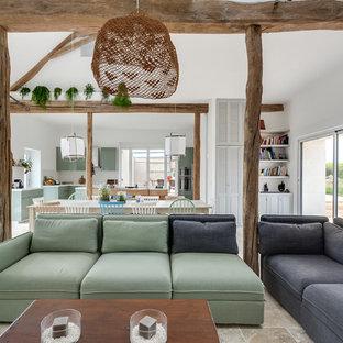 Réalisation d'un grand salon nordique ouvert avec une salle de réception, un mur blanc, un sol en marbre, un poêle à bois, un téléviseur indépendant et un sol beige.