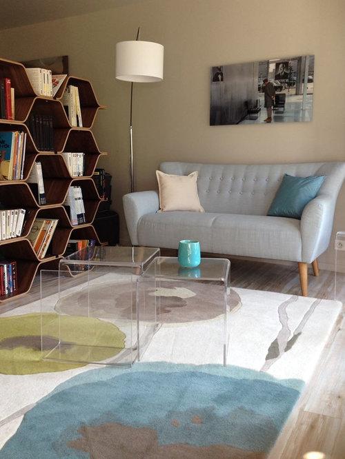 Salon avec une biblioth que ou un coin lecture scandinave avec un po le bois photos et id es Amenagement d un coin lecture cosy