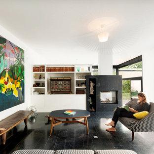 Exemple d'un grand salon tendance ouvert avec un mur blanc, une cheminée double-face et un manteau de cheminée en métal.