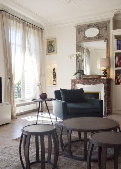 Contemporain Salon by MK Interiors