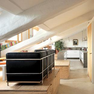 Inspiration pour un salon design de taille moyenne avec un mur blanc, aucune cheminée et aucun téléviseur.