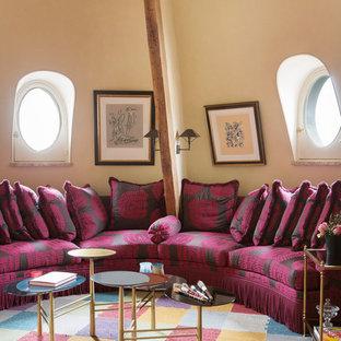 Exemple d'un salon éclectique de taille moyenne et fermé avec une salle de réception, un mur beige, moquette, aucune cheminée et aucun téléviseur.