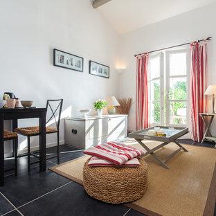 Inspiration pour un grand salon minimaliste ouvert avec un mur blanc, un sol en carrelage de céramique, aucune cheminée et aucun téléviseur.