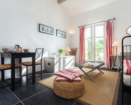 Inspiration pour un grand salon minimaliste ouvert avec un mur blanc un sol en carrelage