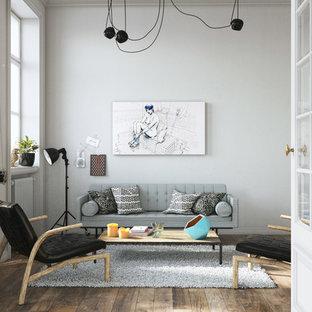 Réalisation d'un grand salon nordique fermé avec un mur blanc, un sol en bois clair, aucune cheminée, aucun téléviseur et une salle de réception.