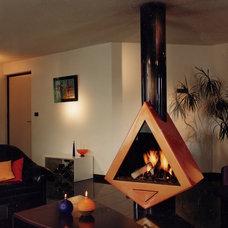 Modern Fireplaces by BLOCH DESIGN