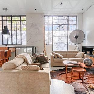 Aménagement d'un salon contemporain ouvert et de taille moyenne avec une cheminée ribbon, un mur blanc et aucun téléviseur.