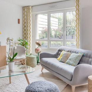 Inspiration pour un salon design avec un mur blanc et un sol beige.