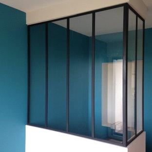 ディジョンの中くらいのインダストリアルスタイルのおしゃれなLDK (青い壁) の写真