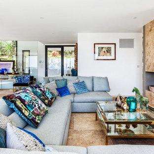 Cette image montre un grand salon design ouvert avec une salle de réception, un mur blanc, une cheminée standard, un manteau de cheminée en béton et aucun téléviseur.