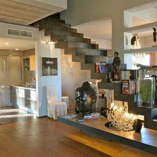 Стильный дизайн: прямая лестница в стиле фьюжн - последний тренд