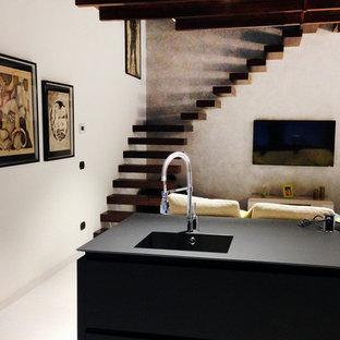 """Foto di una scala a """"L"""" design di medie dimensioni con pedata in legno verniciato e nessuna alzata"""