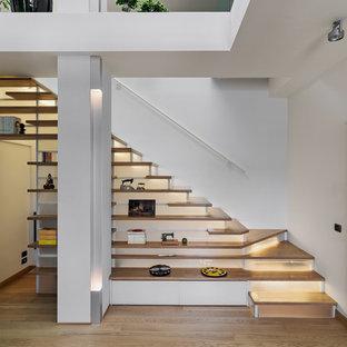 Foto di una scala a rampa dritta moderna di medie dimensioni con pedata in legno