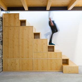 Idéer för en mellanstor rustik rak trappa i trä, med sättsteg i trä