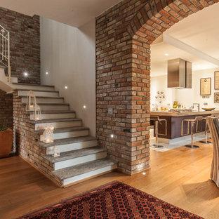 Imagen de escalera en L, de estilo de casa de campo, de tamaño medio, con escalones de hormigón
