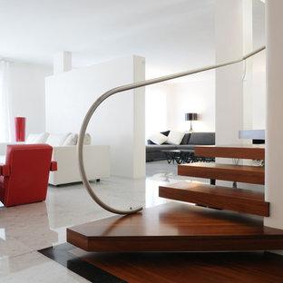 """Esempio di una scala a """"L"""" minimalista con pedata in legno"""
