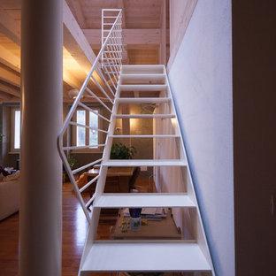 他の地域の小さい金属製のコンテンポラリースタイルのおしゃれな階段 (金属の手すり) の写真