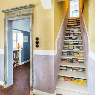 Foto de escalera recta, bohemia, sin contrahuella, con escalones de madera pintada