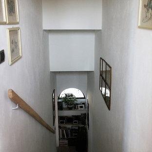 Imagen de escalera en L, de estilo de casa de campo, de tamaño medio, con escalones de hormigón y contrahuellas de hormigón