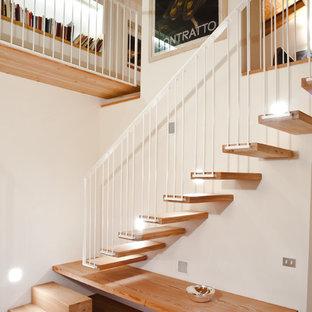 Imagen de escalera en L, minimalista, de tamaño medio, sin contrahuella, con escalones de madera