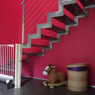 ボローニャのエクレクティックスタイルのおしゃれな階段の写真