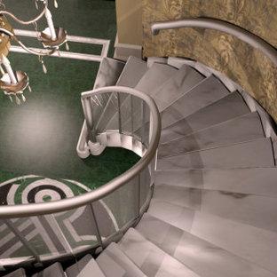 Diseño de escalera papel pintado, bohemia, con escalones de mármol y papel pintado
