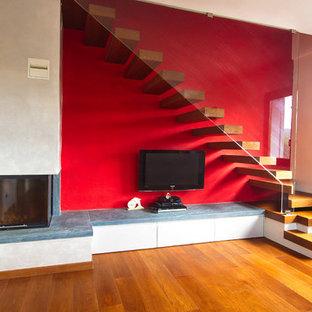 ミラノのモダンスタイルのおしゃれな階段の写真