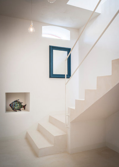 Beach Style Staircase by IB Studio