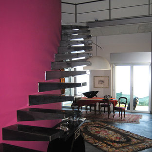 トゥーリンのエクレクティックスタイルのおしゃれな階段の写真